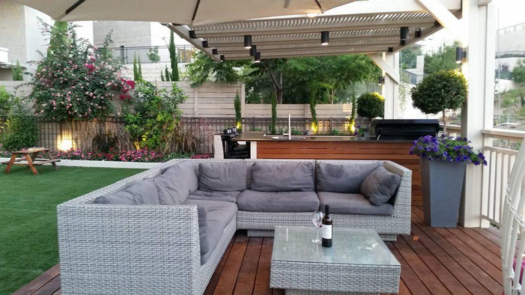 עיצוב חוץ בית פרטי - פינת ישיבה גדולה