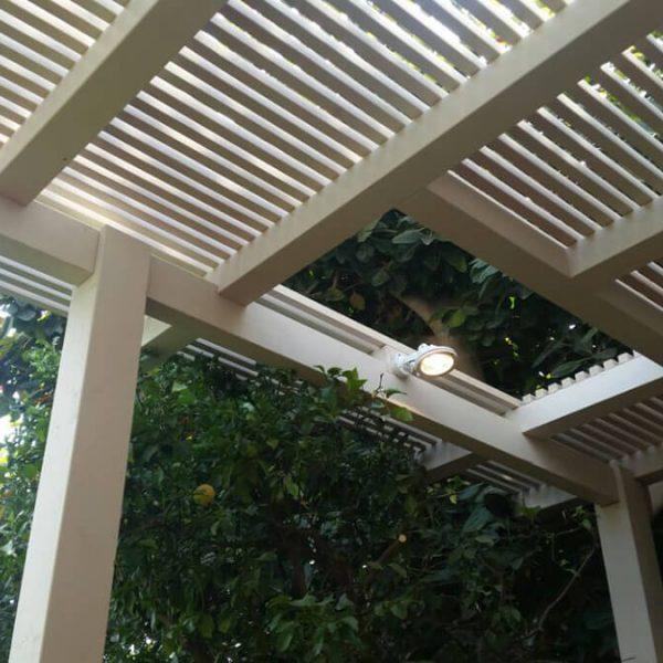 פתרונות הצללה - פרגולה לגינה פרטית